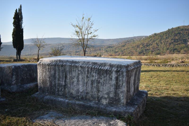 Beroemde stecci in het middeleeuwse necropool van Radimlja royalty-vrije stock afbeeldingen