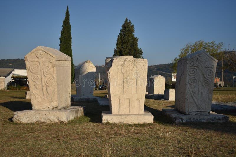 Beroemde stecci in het middeleeuwse necropool van Radimlja royalty-vrije stock afbeelding