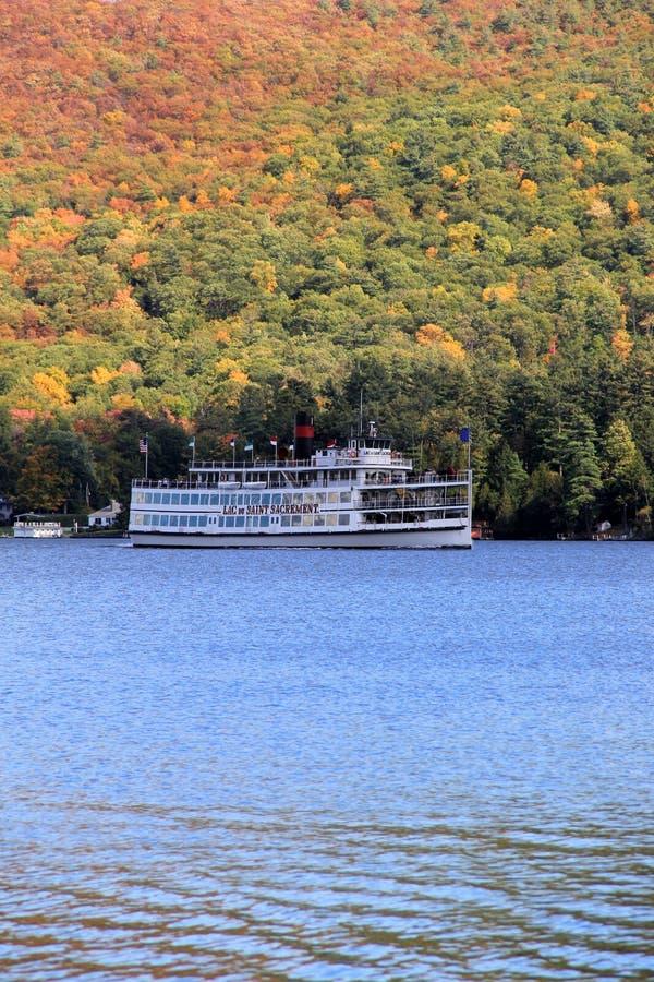 Beroemde stoomboot, Lac du Heilige Sacrement, Meer George, New York, Daling, 2014 royalty-vrije stock foto's