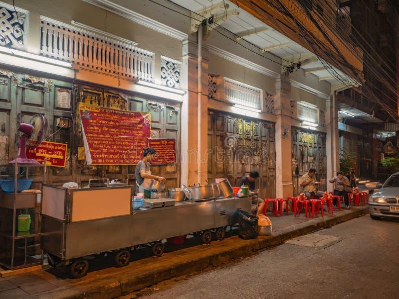 Beroemde Thaise Lokale Voedselwinkel dichtbij de stad van Thailand China in de stad Thailand van Bangkok bij nacht royalty-vrije stock afbeelding