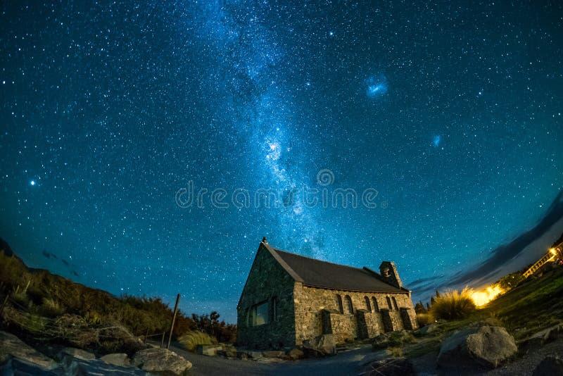 Beroemde toeristenbestemming van historische kerk bij Meer Tekapo, Nieuw Zeeland stock foto's