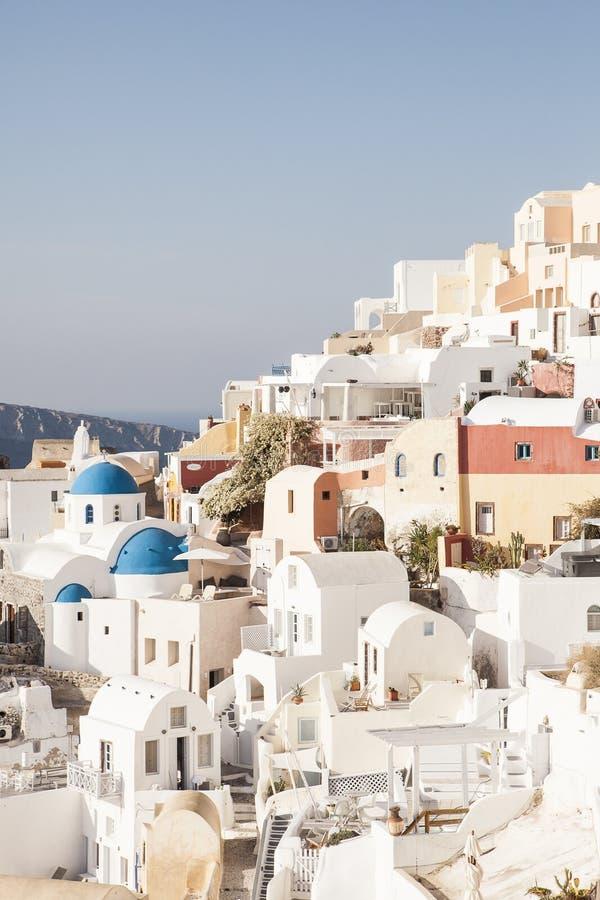 Beroemde witte huizen van Oia dorp, Santorini stock afbeelding