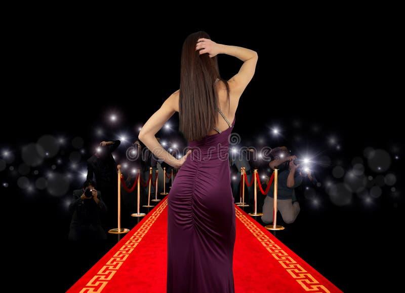 Beroemdheid op rood tapijt stock afbeelding