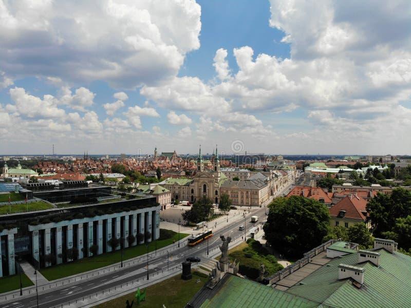 ?berraschende Ansicht von oben Die Hauptstadt von Polen Großes Warschau Stadtzentrum und surrondings Luftfoto hergestellt durch B stockfotos