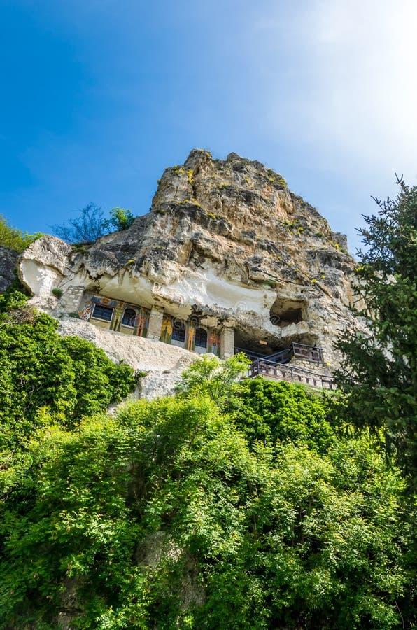 ?berraschendes Basarabov-Felsen-Kloster, Bulgarien stockbild