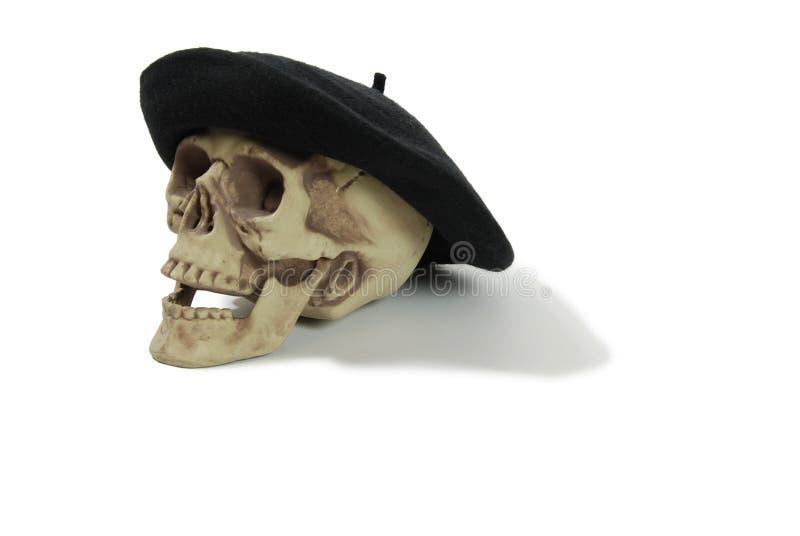 Berreto nero su un cranio fotografie stock libere da diritti