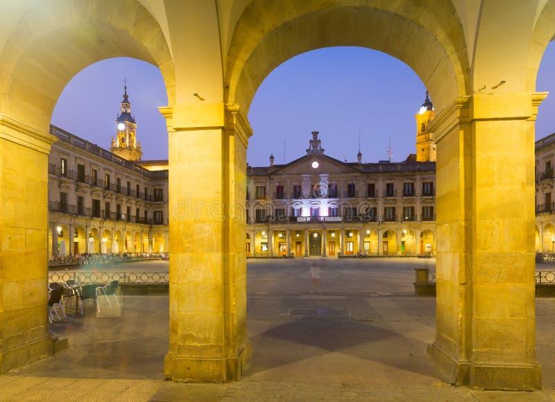 Berria广场晚上视图  Vitoria-Gasteiz,西班牙 库存照片