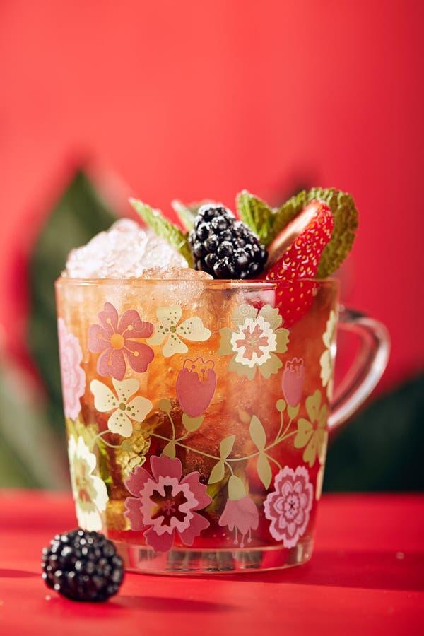 Berry Cocktail met Soda en Ijs royalty-vrije stock afbeeldingen