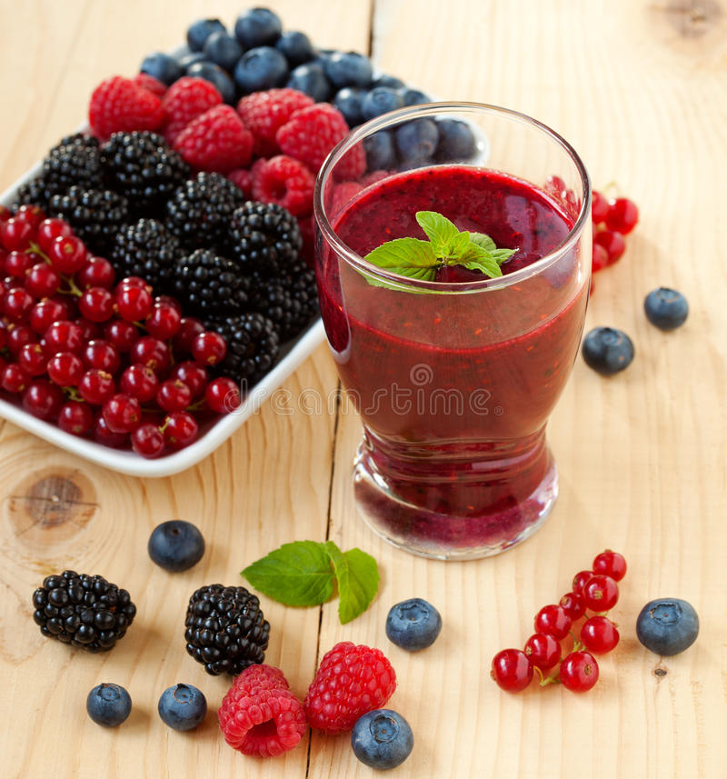Free Berry Smoothie Royalty Free Stock Photography - 33289417