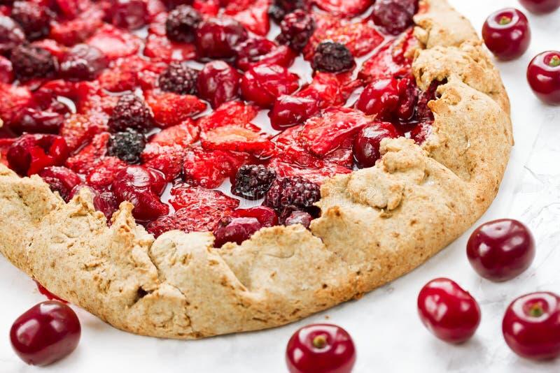 Berry Tart Dieetroggegaleta met de zomerbessen Pastei met streptokok stock afbeeldingen