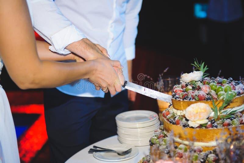 Berry Wedding Cake immagine stock