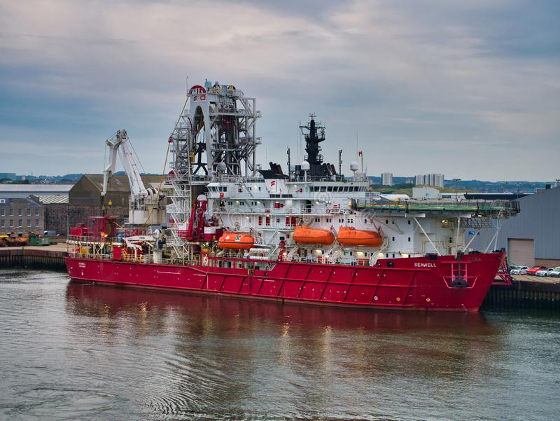 Berthed no porto de Aberdeen, Escócia, Reino Unido imagem de stock