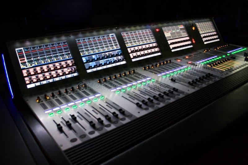 Berufsaudiomischer für Sie Musik stockbilder