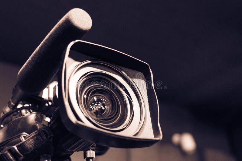 Berufsausrüstungskameramann lizenzfreie stockbilder