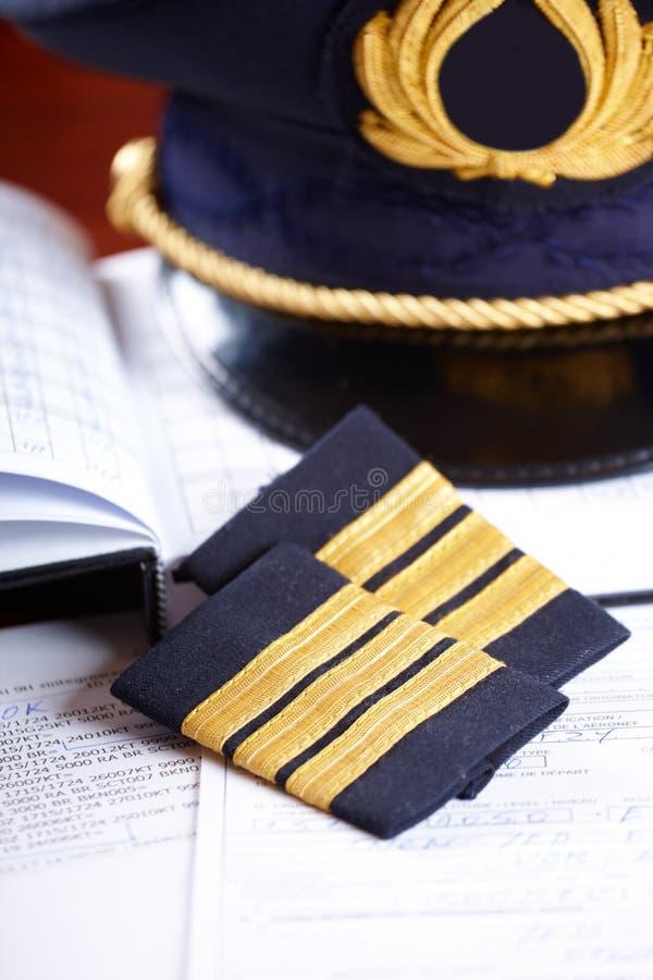 Berufsfluglinienpilotausrüstung stockfotos