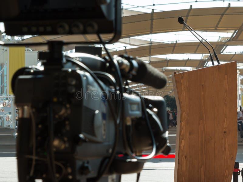 Berufsvideoaufnahmebereites für Konferenz-Sendung lizenzfreie stockfotografie