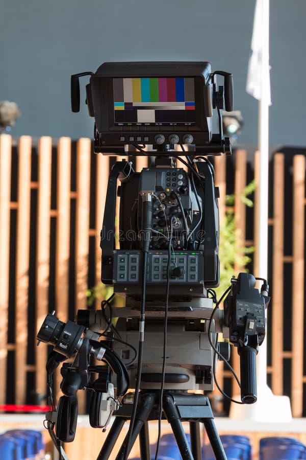 Berufsvideokamera für Fernsehnachrichten-Sendung stockfotografie