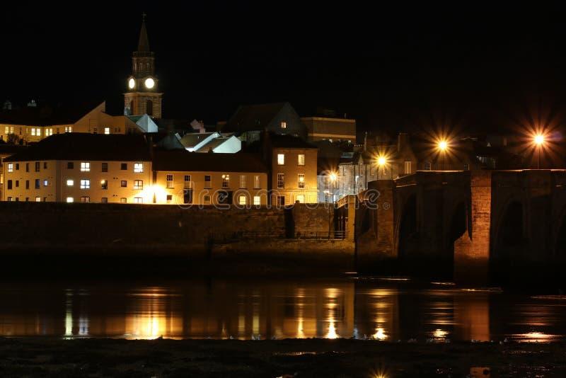 Berwick-em cima-mistura de lã, ponte velha e mistura de lã Reino Unido do rio imagem de stock