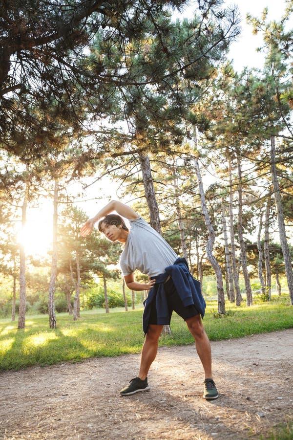 ?berzeugter junger asiatischer Athlet stockfoto