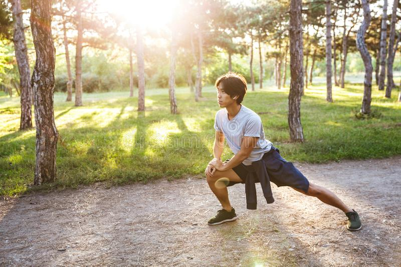 ?berzeugter junger asiatischer Athlet lizenzfreie stockbilder