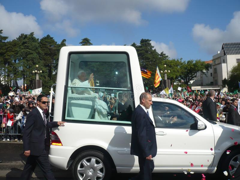 Besök för påve Benedict XVI till Portugal Folkmassa folk royaltyfria bilder