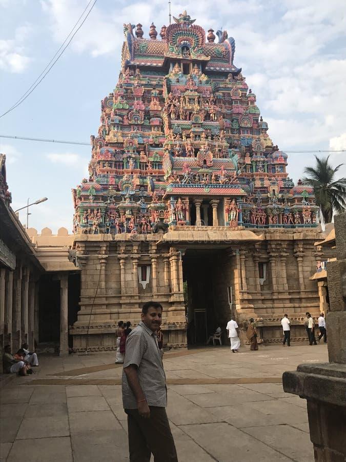 besök till templet royaltyfria foton