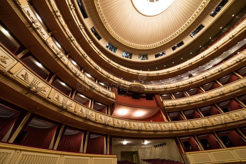 Besöka den kungliga operahuset i Wien, Austria's huvudstad royaltyfria bilder