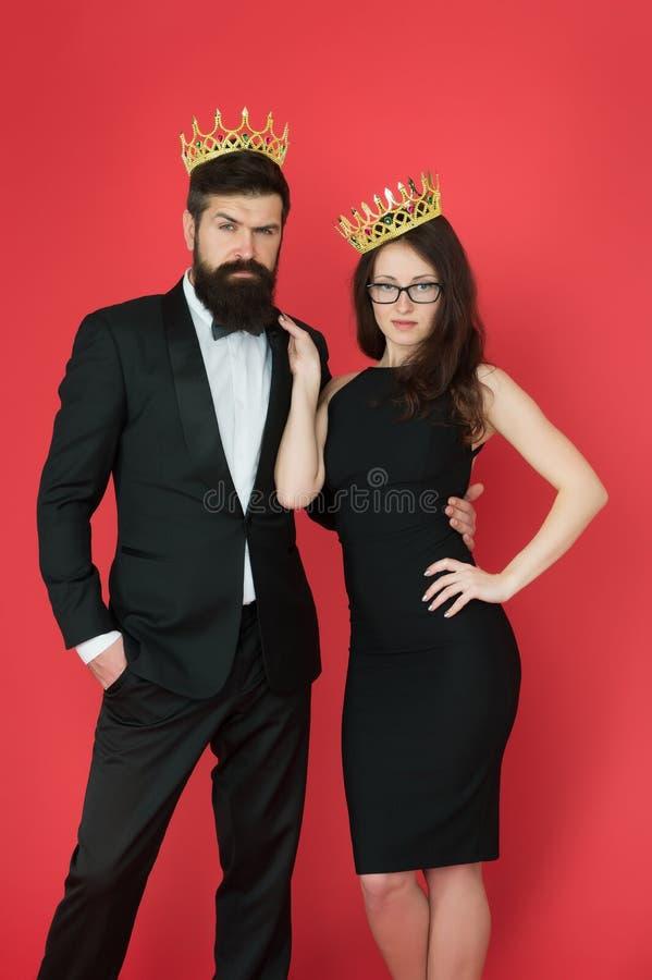 Besöka händelse eller ceremoni Koppla ihop klart för utmärkelseceremoni Huvudsakliga regler som väljer kläder Företags parti Utmä arkivfoton