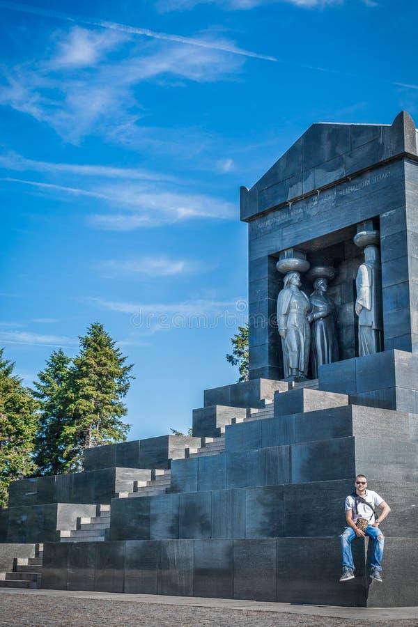 Besöka monumentet till den okända hjälten, Belgrade, Serbien royaltyfri foto