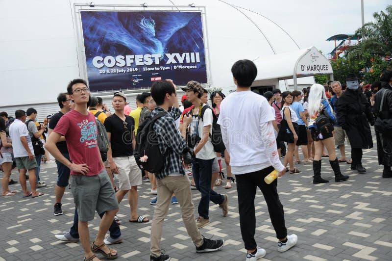 Besökare på Cosfest 2019 i Singapore i stadens centrum stort festtält för öst D ' arkivfoton