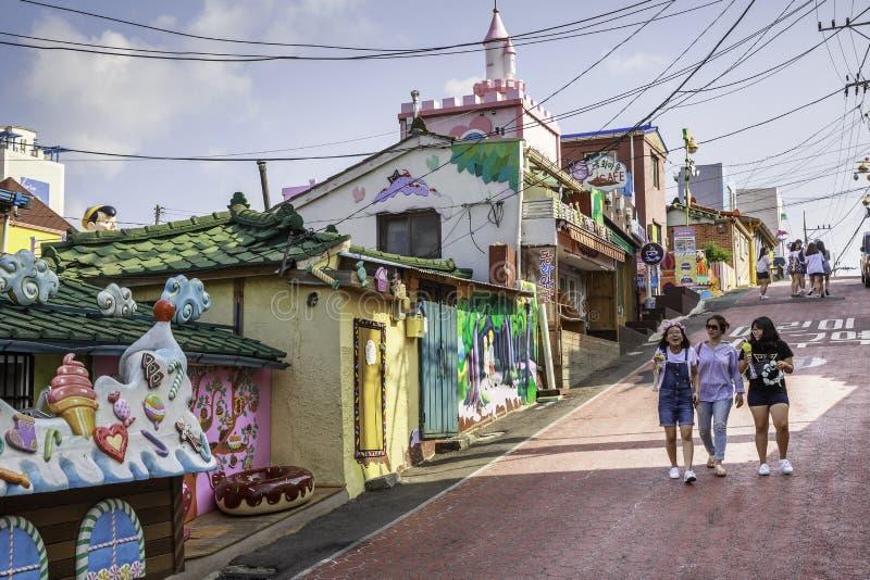 Besökare på Songwoldong, Sydkorea royaltyfri fotografi