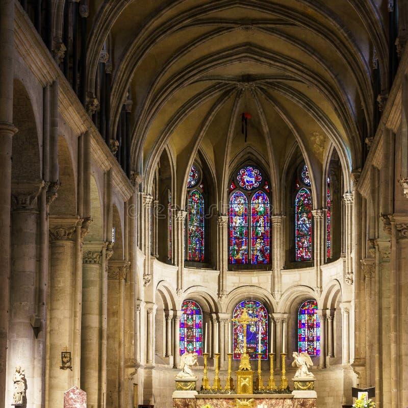 BESANCON/FRANCE - 13 DE SETEMBRO: Vista interior da catedral foto de stock