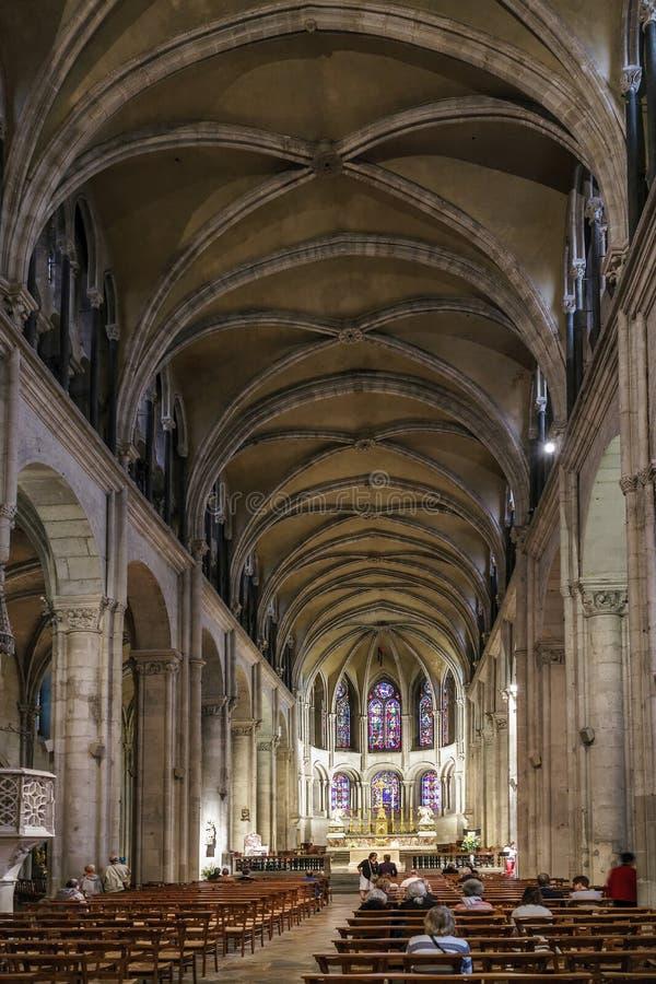 BESANCON/FRANCE - SEPTEMBER 13: Sikt av domkyrkan av St Jea royaltyfri fotografi