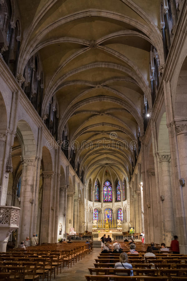 BESANCONS, FRANCE/EUROPE - 13 DE SEPTIEMBRE: Catedral de St Jean adentro imagen de archivo libre de regalías