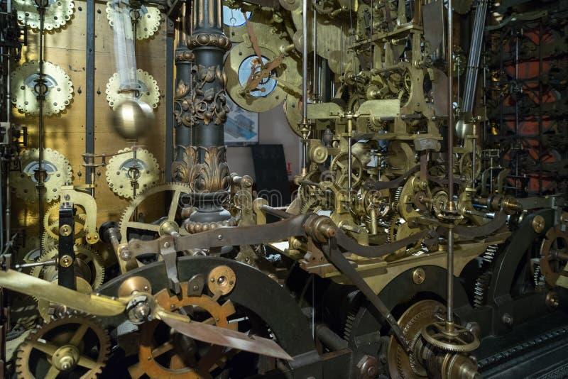 BESANCONS, FRANCE/EUROPE - 13 DE SEPTIEMBRE: Reloj astronómico en C fotos de archivo libres de regalías