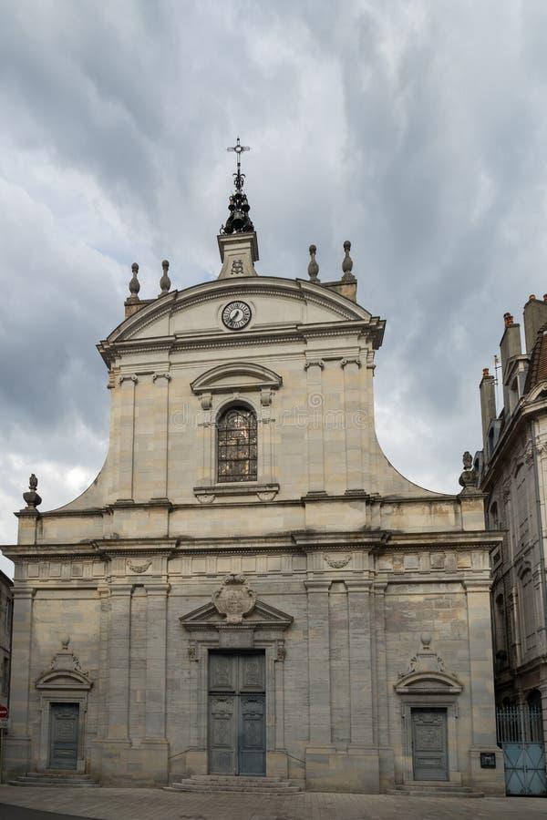 BESANCONS, FRANCE/EUROPE - 13 DE SETEMBRO: Igreja de St Peter dentro fotografia de stock