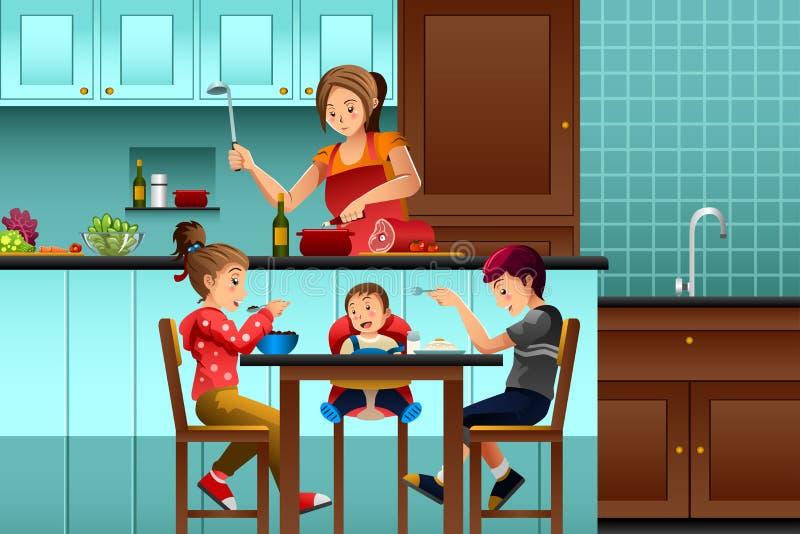 Beschäftigte Mutter in der Küche mit ihren Kindern lizenzfreie abbildung