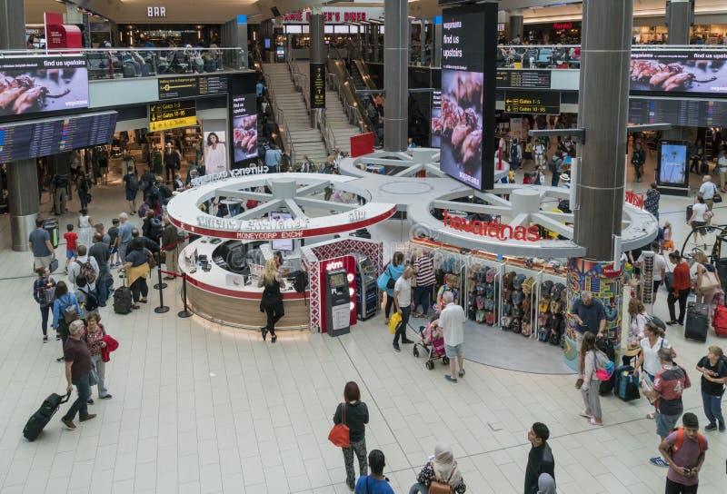 Beschäftigter Gatwick-Flughafen lizenzfreie stockfotos