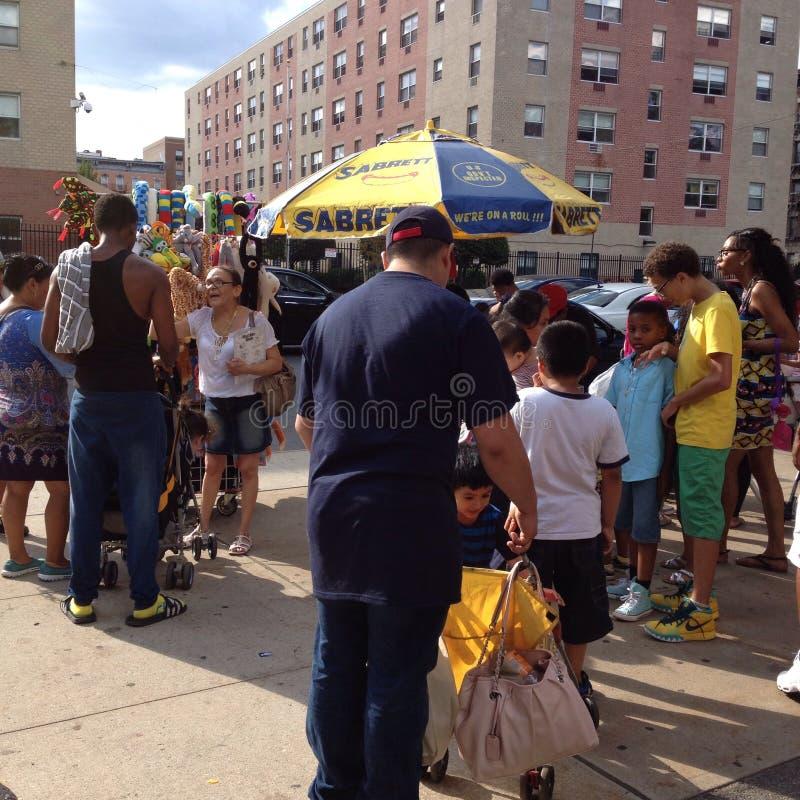 Beschäftigtes Bronx-Leben stockfotografie