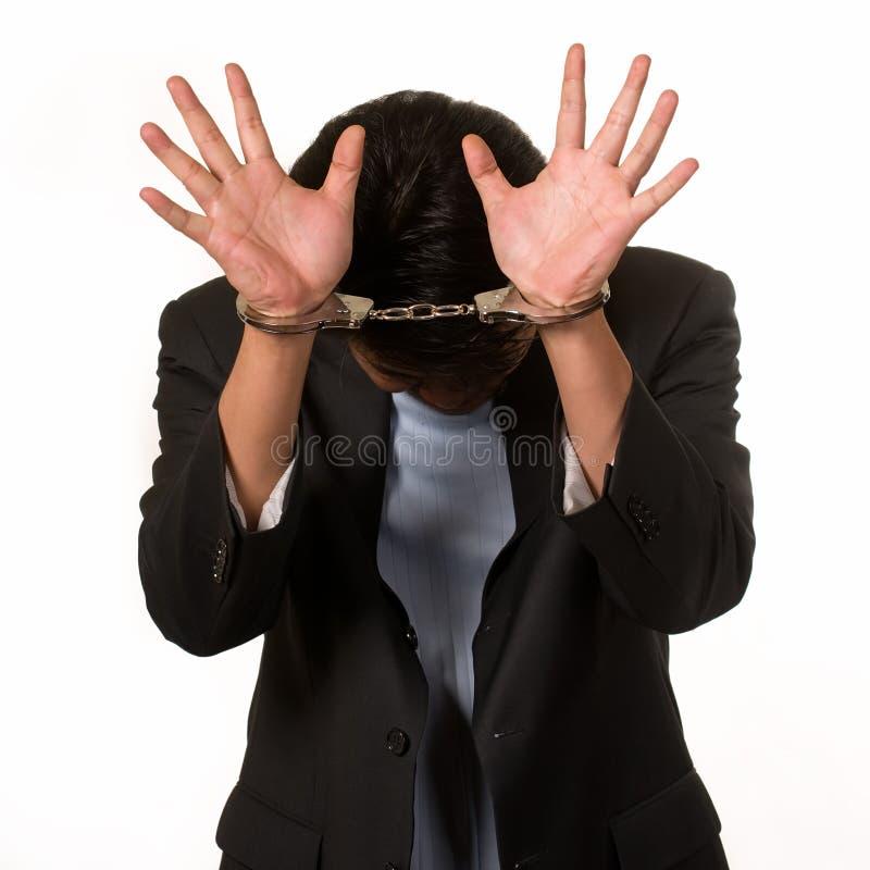 Beschämter Mann in den Handschellen lizenzfreie stockfotos