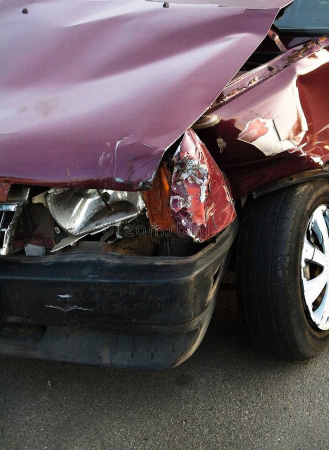 Besch?digtes Fahrzeug nach dem Unfall lizenzfreie stockbilder
