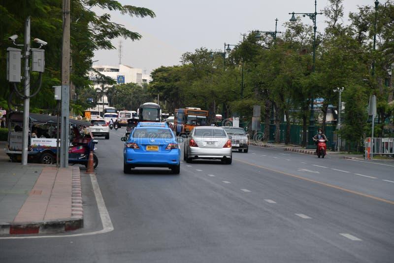 Besch?ftigte Leute der Fahrzeugstra?en-Stra?e an Bangkok-Stadt stockbild