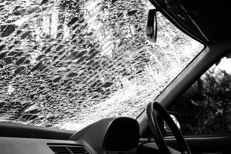 Beschadigd glas (autowindscherm) binnen auto royalty-vrije stock afbeeldingen