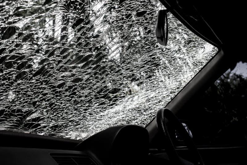 Beschadigd glas (binnenkantauto) stock foto