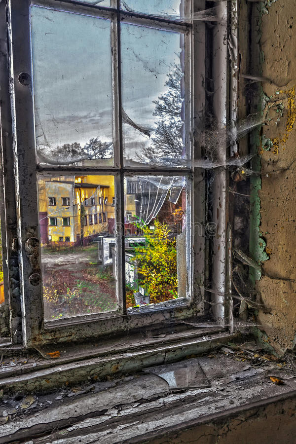 Beschadigd venster stock fotografie