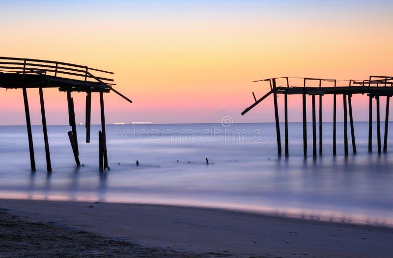 Beschadigd Vissend Pier Frisco North Carolina stock foto's