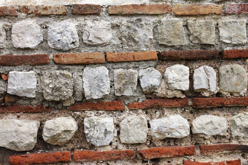 Beschaffenheit der alten römischen Wand der Rot- und weißerziegelsteine stockfotos