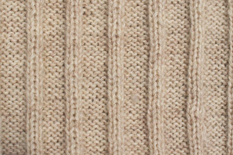 Beschaffenheit der Beige strickte Wollstrickjacke mit Verzierung lizenzfreies stockfoto