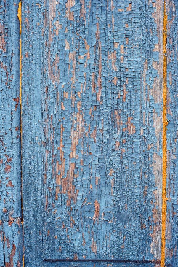 Beschaffenheit des alten rostigen Holzes, gemaltes Blau mit Stellen der ersten gelben Schicht lizenzfreies stockfoto