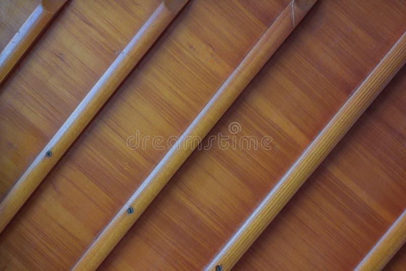 Beschaffenheit des Holzes mit diagonalen Brettern lizenzfreie stockbilder